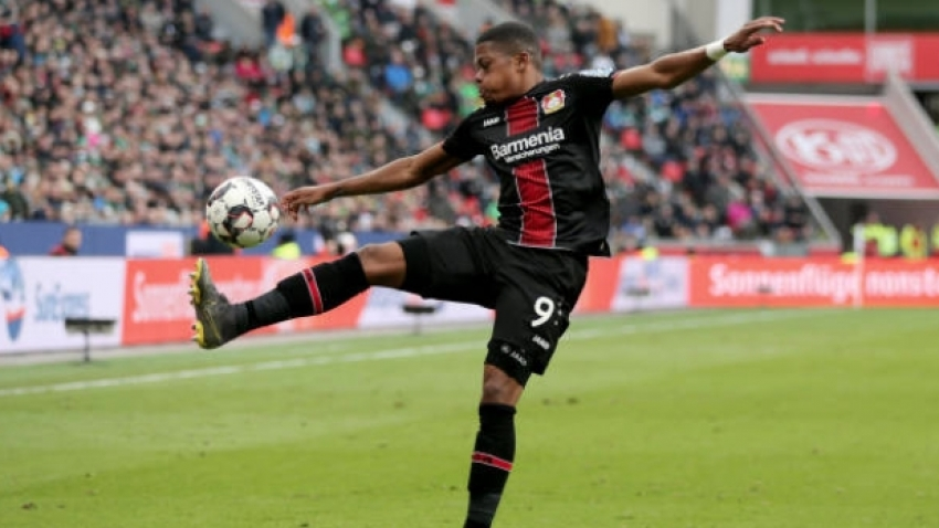 Bailey scores stunner, but Leverkusen loses grip on Champions League spot