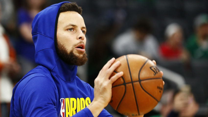 Stephen Curry returns to practice, Warriors treating him like Tom Brady