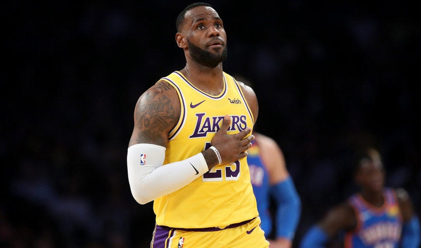 LeBron makes history in Lakers' win, Trail Blazers lose on Anthony's debut