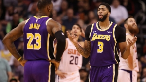 Lakers bounce back, Young stars for Hawks