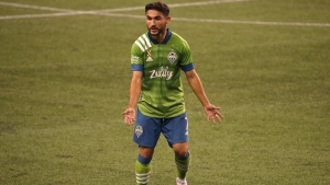 MLS: Roldan helps Sounders past Galaxy, Higuain struggles on debut