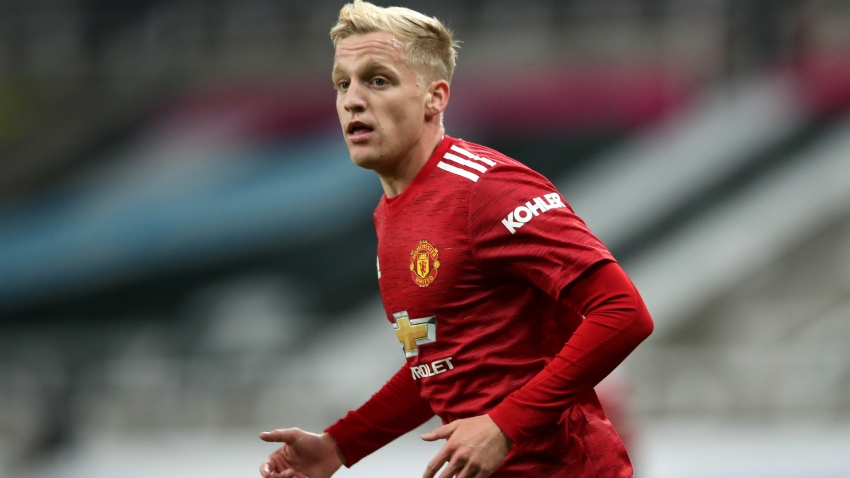 He'll bring quality for sure – Ziyech urges patience with Van de Beek at Man Utd